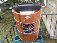 Frost King all cedar 4 qt ice cream Maker, Richmond