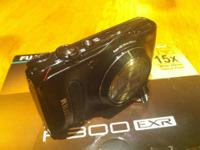 FUJI F300EXR HIGH ISO 15x Zoom 12MP LIKE NEW! WITH BOX