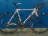 A 2010 , Fuji roubaix 2.0,54 cm , road bike , altair 2
