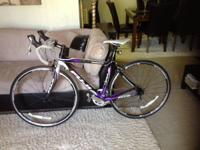 Fuji silhouette carbon road bike in like new condition,