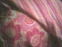 It works 4 full or queen size bed its pink,yellow and