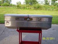 this is aluminum dimond plate tool box for full size