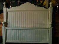 FULL BED SET WHITE IN GOOD CONDITION WOOD WITH FOOT