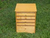 Really cool end table game chest, lots of game, chess,