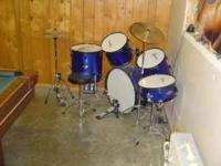 "GAMMON DRUM SET INCLUDES: 12"" X 10"" MOUND TOMS, ADJ"