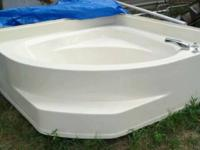 GARDEN TUB 5FT X 5FT (OVERALL DIMENSIONS) ALMOND COLOR