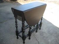 Beautiful gate leg table show room condition completely