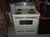 GE 4 BURNER STOVE IN NICE CONDITION ASKING $125.00.