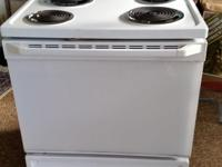 GE stove / self cleaning oven, excellent