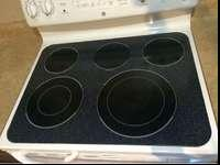 GE white glass 5 Burner stove. Excellent condition No