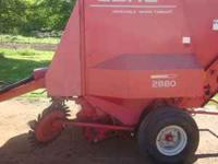 Gehl 2880 Round Baler good condition crowder wheels,