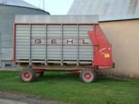 Gehl 970 forage box 14 ft, MN 10 running gear,