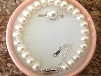 1**Genuine Freshwater White Pearl Bracelet. Pearls size