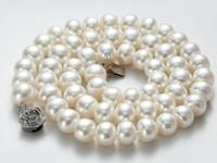 1.Necklace.Pearls size 9-10mm,the entire necklace