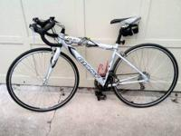 Giant OCR 3 road bike. Sora components. Low miles. Size