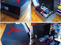 Type:FurnitureType:Handmade This is a giant sneaker box