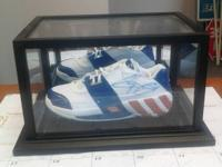 autographed gilbert arenas shoe  played with the