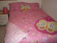 Adorable, like new girl's full size bedding set.