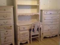 Girl / Teen Bedroom Set -- Excellent Condition Pretty