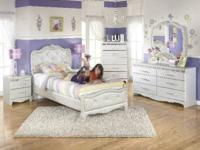 Beautiful Twin size bedroom set, twin bed, dresser,