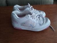 GIRLS HEELYS SZ 6 COMES WITH WHEELS, WHEEL COVERS &