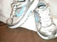 Like New! Little Girls Nike Tennis Shoes size 11 Call