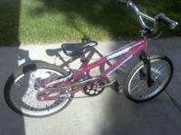 Girls SCHWINN Predator Bike. Size:20 inch,