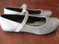 These super cute silver glitter flats are great for any