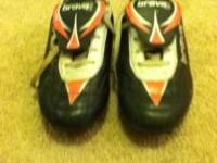girls brava soccer cleats size 1 ans 1/2 they are pink