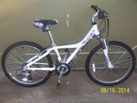 Women 20 inch bicycle. It is a GIANT MTX, it's around 5