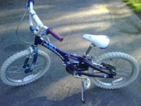 Looking to sell a girls bicycle deelite excellent