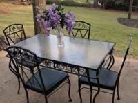 Beautiful,like new, dining set for outdoor patio or