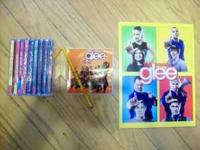 perfect christmas gift for that Glee fan set includes: