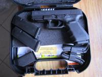 THIS IS AN EXCEPTIONAL LIKE NEW IN THE BOX GLOCK 19 GEN