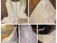 Beautiful Gloria Vanderbilt size 4 wedding gown.