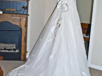 This is a STUNNING Gloria Vanderbilt Wedding Gown. It
