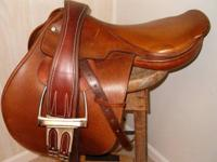 I am selling this 18 inch Gold Medal English saddle