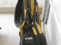 Nice golf bag in great condition. Double straps. Rain