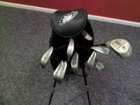 Up for sale is a cougar golf bag. Its in mint condition