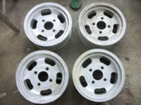 these are slot wheels they are 12 inch x5.5, bolt