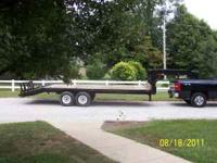 excellent trailer with brakes on both axles, Pulls
