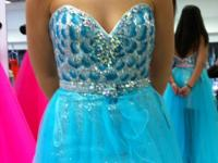 Beautiful pageant/prom gown size 8 but fits like a 6.