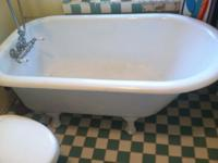 Beautiful 4.5 foot antique cast iron clawfoot bathtub