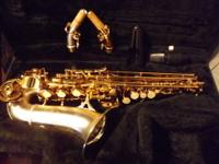 Look at this gorgeous silver and gold soprano