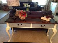 Beautiful Thomasville Sofa Table with queen anne legs.