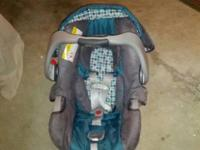 Graco Snug Ride Classic Connect 30 infant car seat for
