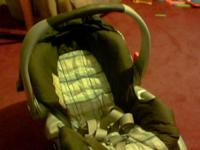 IM SELLING A GRACO CARSEAT.........STILL IN GOOD