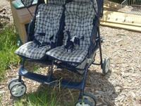 Very nice baby stroller, that carries 2 children Sun