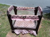 Graco Travel Crib Fold n Go, Portable crib, in good