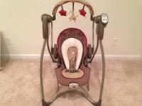 We are selling a lightly used Graco Swing / Bouncy